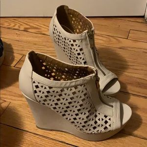 Wedge . Size 6 1/2